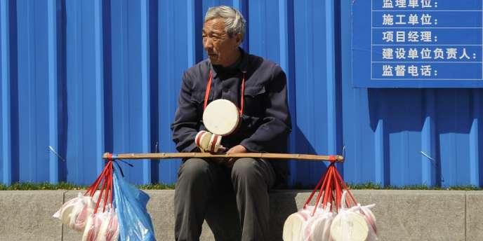 A la fin de 2011, il y avait plus de 184 millions de personnes âgées de plus de 60 ans en Chine, soit 13,7 % de la population, selon l'agence officielle Chine nouvelle citant des chiffres officiels.