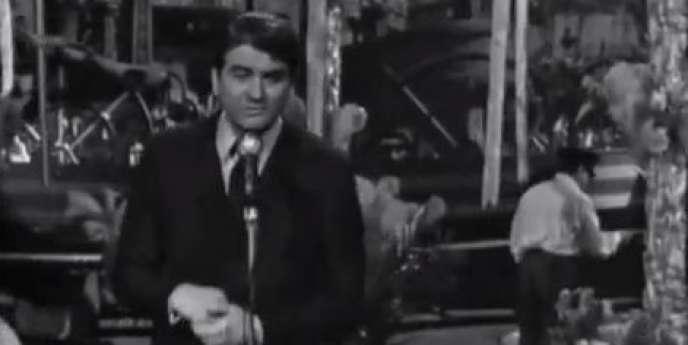 L'humoriste et chanteur Jean-Louis Blèze interprète