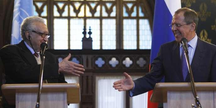 Lakhdar Brahimi et Sergueï Lavrov, le 29 décembre à Moscou.