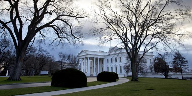 Les nuages s'amoncellent au-dessus de la Maison Blanche, le 31 décembre, à deux jours du