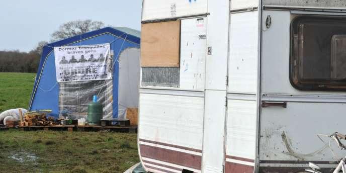 Des caravanes et tentes montées par les opposants au projet d'aéroport de Notre-Dame-des-Landes.
