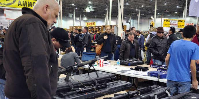 Dans la crainte d'une nouvelle réglementation plus stricte, les amateurs d'armes font des provisions de munitions aux Etats-Unis.