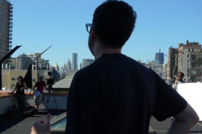 Adam Leon, sur tournage de