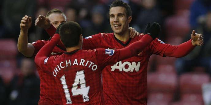 Robin Van Persie et El Chicharito ont inscrit quatre buts, mardi, pour débuter l'année.