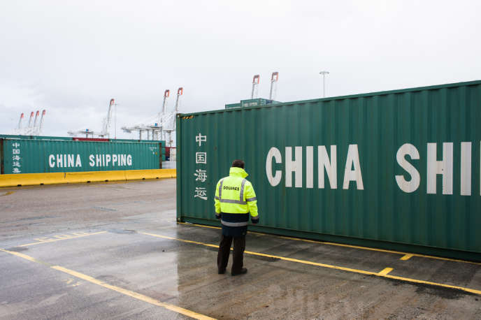 Le Havre, avec 2,3 millions de conteneurs par an, est le premier port commercial français.