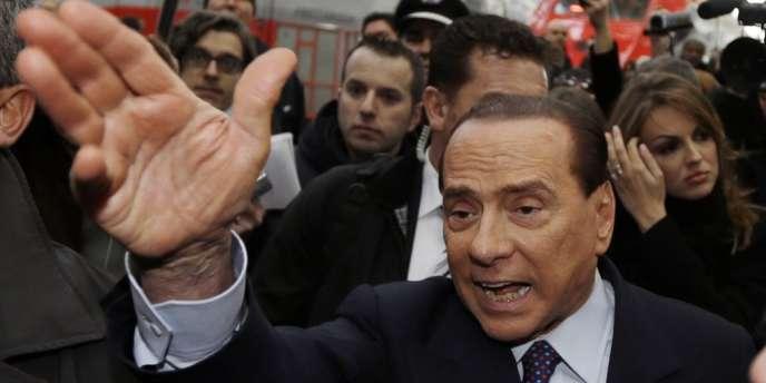 Silvio Berlusconi, le 29 décembre à la gare de Milan.