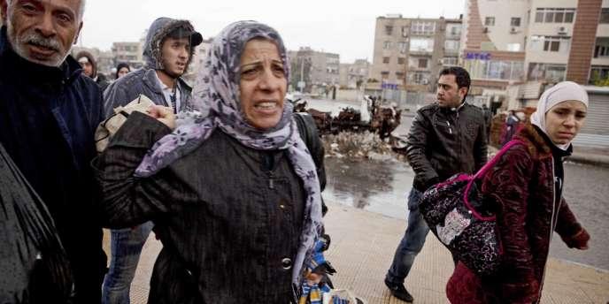 Des réfugiés palestiniens du camp de Yarmouk, ici à Damas le 20 décembre, s'apprêtent à regagner leurs maisons après avoir fui les combats.
