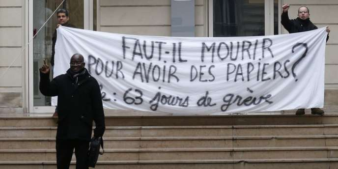 Le siège du PS, rue Solférino, a été brièvement occupé par une cinquantaine de manifestants.