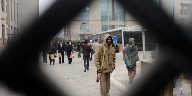 Entrée du tribunal du district de Saket, où cinq accusés de viol, enlèvement et meurtre sont attendus jeudi 3 janvier.