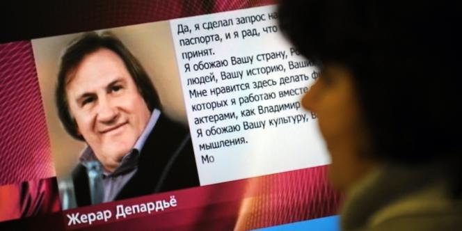 Une femme russe devant le site internet de la télévision russe Pervyi Kanal, le 4 janvier.