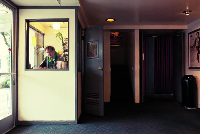 Le réalisateur dans son cinéma The New Beverly, à Los Angeles, le 30 novembre dernier.