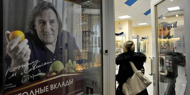 Gérard Depardieu a prêté son image à une publicité pour la petite banque russe Sovetsky. Ici à Saint-Pétersbourg, le 4 janvier.