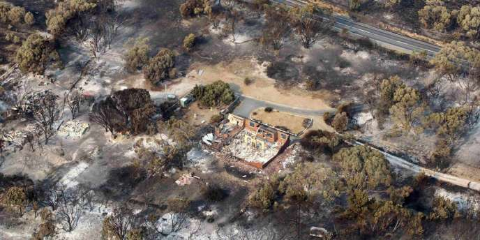 Plus d'une centaine d'habitations ont été détruites par de violents incendies vendredi et samedi en Tasmanie.