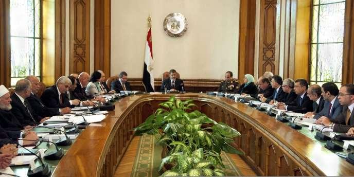 Le nouveau cabinet compte désormais huit ministres membres des Frères musulmans ou de leur émanation politique, le parti de la Liberté et de la Justice, contre cinq dans la précédente équipe.