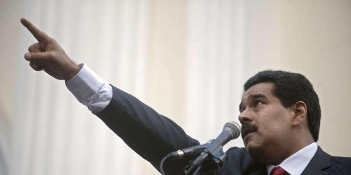 Venu à la politique par le syndicalisme, Nicolas Maduro a été président de l'Assemblée nationale avant d'être nommé ministre des Affaires étrangères en 2006, fonction qu'il cumule avec celles de vice-président depuis octobre.