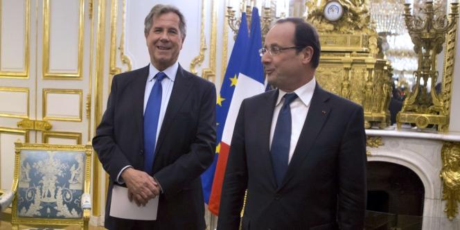 François Hollande, au côté du président du Conseil constitutionnel, Jean-Louis Debré, lundi 7 janvier.