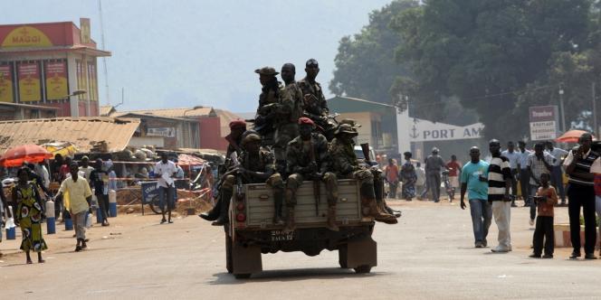 Patrouille des soldats de l'armée centrafricaine à Bangui, le 5 janvier 2013.
