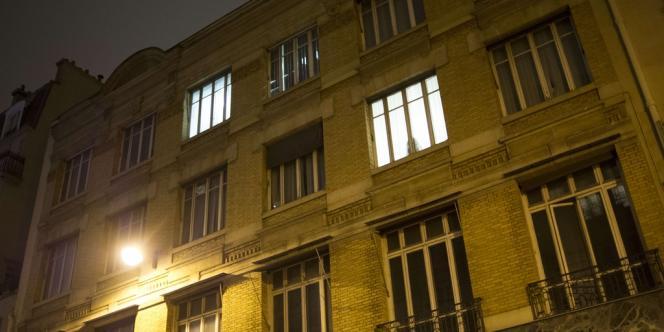 L'immeuble occupé, qui abritait jusqu'en 2010 les bureaux de la chaîne d'horlogerie et de bijouterie Histoire d'or, est vide depuis deux ans, selon un membre du DAL.