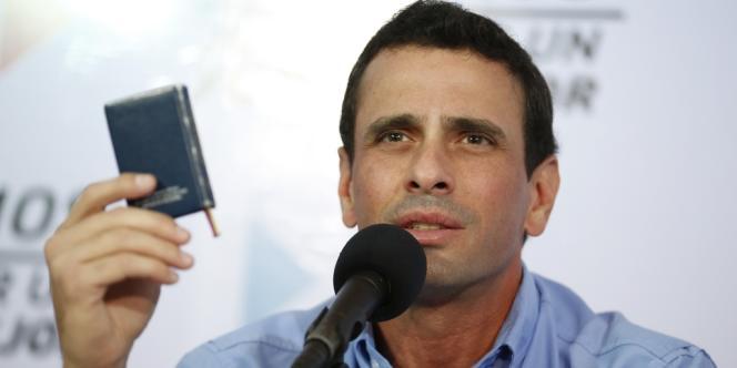 Le principal représentant de l'opposition vénézuélienne, Henrique Capriles, en conférence de presse à Caracas, mardi 8 janvier.