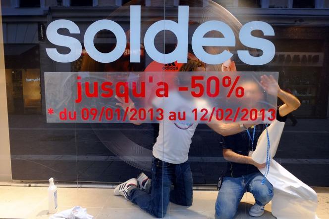 Deux tiers des Français avaient l'intention de profiter des soldes d'hiver, qui ont commencé mercredi8janvier, pour une durée de cinq semaines.