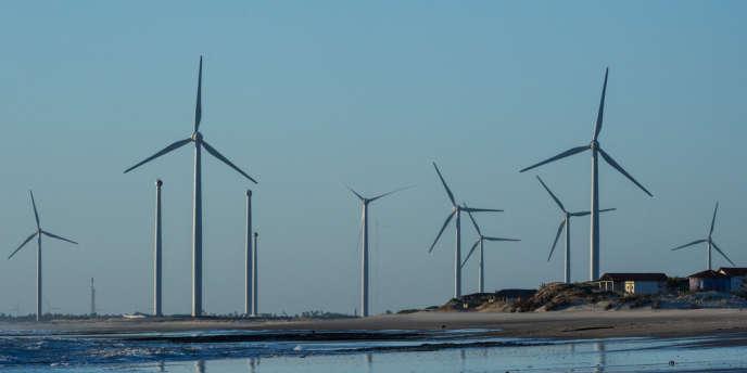 En 2012, l'Organisation internationale du travail (OIT) estimait jusqu'à 60 millions dans les vingt prochaines années les créations d'emplois dans le secteur des énergies renouvelables.