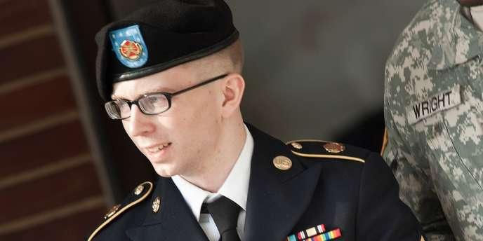 Entre juillet 2010 et avril 2011 Badley Manning a été détenu pendant vingt-trois heures par jour dans une cellule de moins de 4,5 mètres carrés. Ses gardiens le forçaient en outre à dormir nu et le réveillaient régulièrement.
