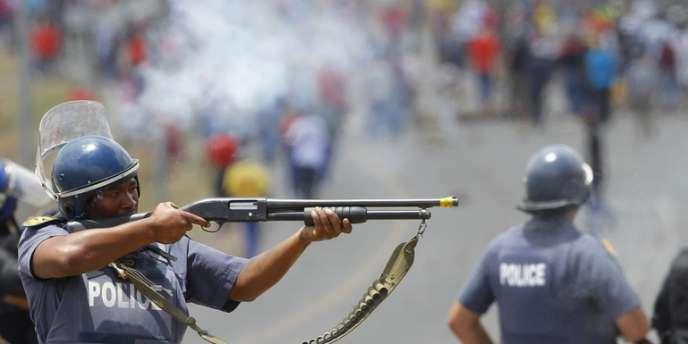 Pour Piers Pigou, de l'International Crisis Group, les forces de police ont souvent répondu de manière disproportionnée aux mouvements sociaux et politiques.