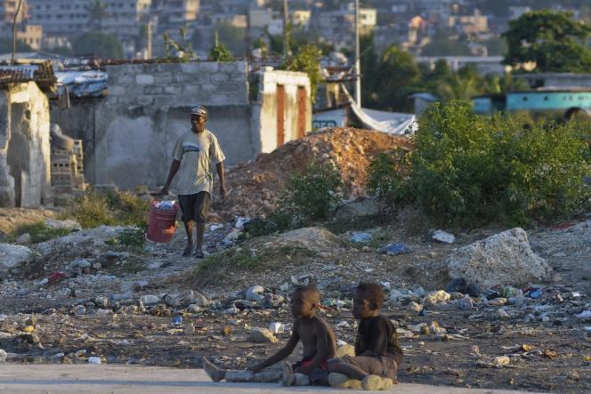 Un bidonville installé au milieu d'une décharge à Port-au-Prince.