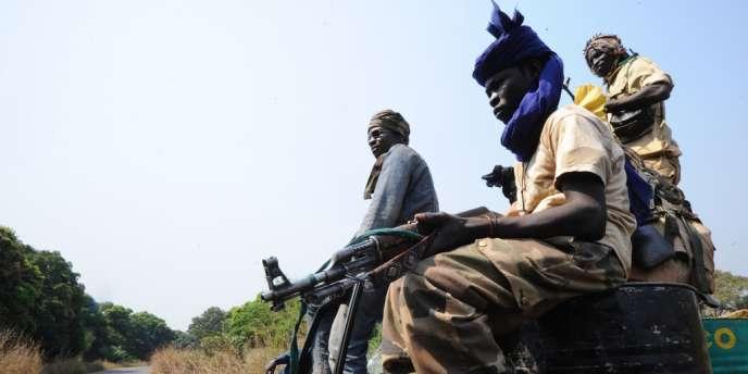 Les rebelles de la Séléka, à Damara, jeudi 10 janvier.