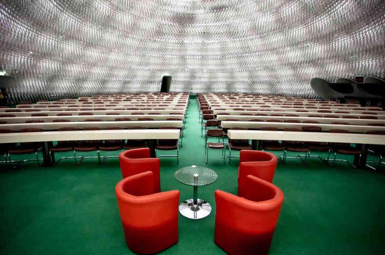 """Sa forme évoquait pour Niemeyer la fécondité, """"porteuse de l'émancipation humaine"""", selon Gérard Fournier, administrateur du bâtiment. C'est ici que se réunit le conseil national du PCF."""