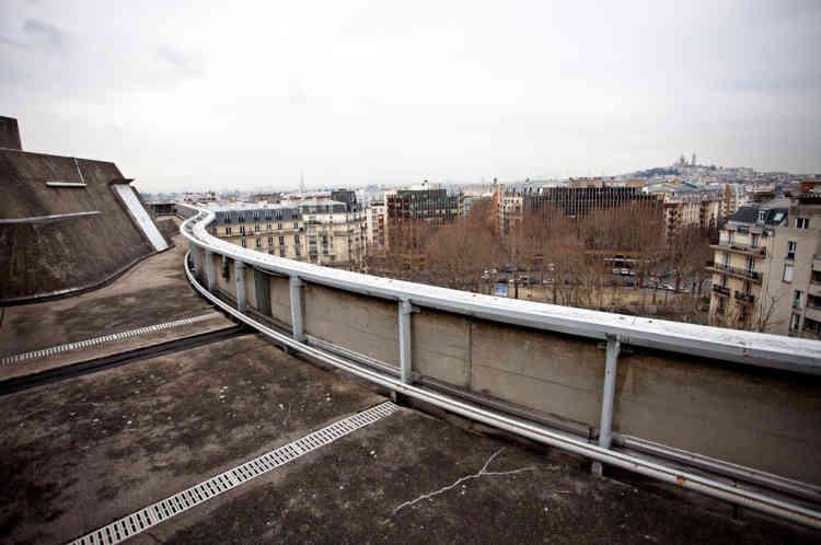 Cerise sur le gâteau, un magnifique toit-terrasse couvre le bâtiment et offre une vue exceptionnelle sur tout Paris.