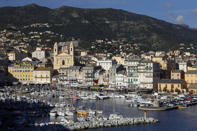 Vue générale du port de Bastia.