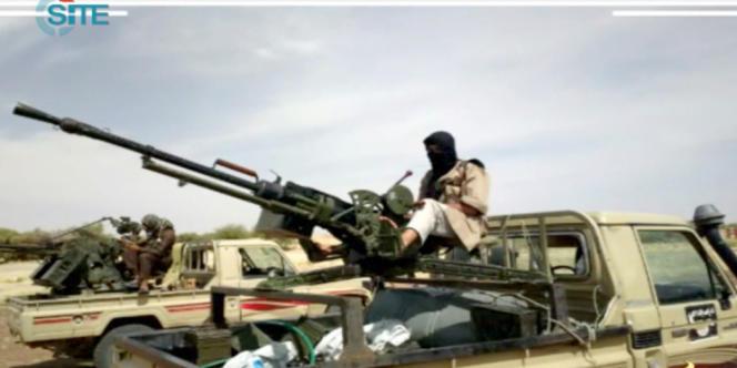 Une capture d'écran, sur le site Internet Site monitoring service, de combattants d'Al-Qaida au Magheb islamique, le 10 janvier dans le nord du Mali.