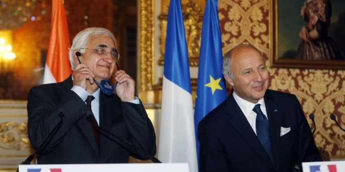 La négociation de contrats avec les groupes français Areva, Dassaut et L'Oréal coïncide avec la visite du ministre des affaires étrangères indien, Salman Khurshid, à Paris.