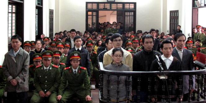 Les quatorze accusés, dont treize ont été condamnés à des peines de prison ferme, le 9 janvier à Vinh, dans la province de Nghe An, au nord du pays.
