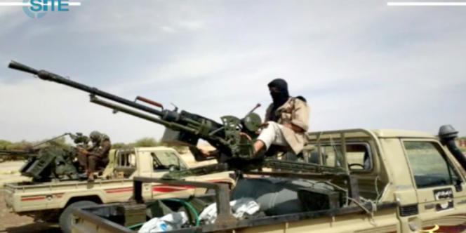 Un extrait de vidéo posté le 9 janvier sur des forums djihadistes et montrant des soldats d'AQMI au nord du Mali.