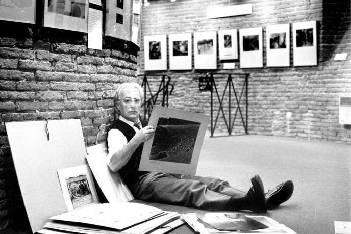 Jean Dieuzaide, en 1978, à la galerie du Château d'eau qu'il avait créée en 1974 à Toulouse.