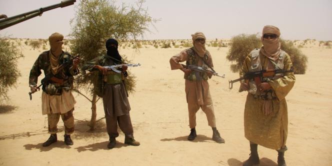 Des combattants d'Ansar Eddine aux abords de Tombouctou en avril 2012.