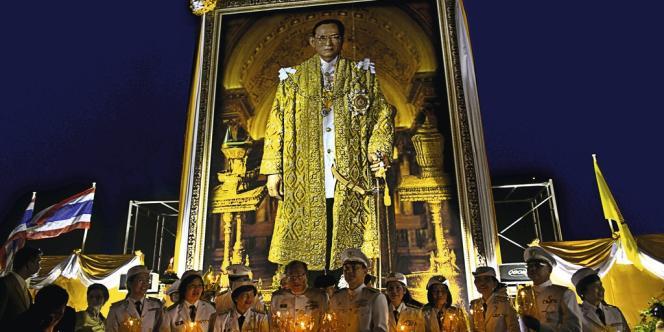 Célébrations pour les 85 ans du roi Bhumibol le 5 décembre 2012 à Bangkok.