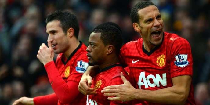 Patrice Evra, félicité pour son but par Rio Ferdinand, le 13 janvier à Old Trafford.