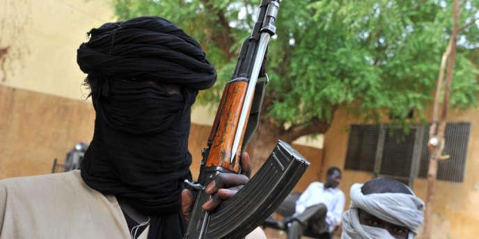 Un membre du groupe islamiste Mujao pris en photo à Gao.