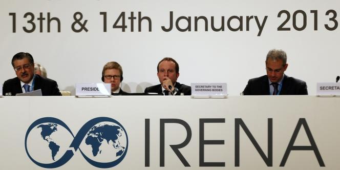 La 3e assemblée générale de l'Irena s'est ouverte le 13 janvier à Abu Dhabi. Au centre, le ministre danoir du climat et de l'énergie, Martin Lidegaard. A gauche, le directeur de l'Irena, Adnan Amin.