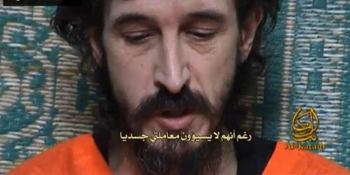 Capture d'une vidéo diffusée sur des sites djihadistes, en juin 2010, représentant l'otage français Denis Allex.