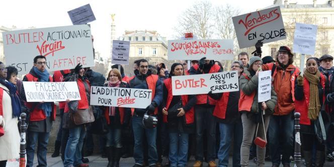 Manifestation des salariés du groupe avant la décision du tribunal, lundi.