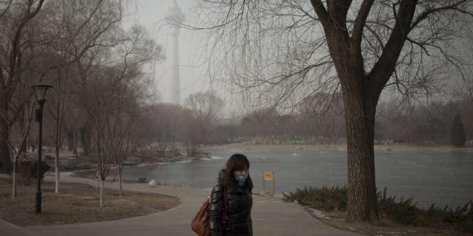 Durant le week-end, un épais brouillard assorti d'une atmosphère extrêmement chargée en particules fines a enveloppé le nord et l'est de la Chine.