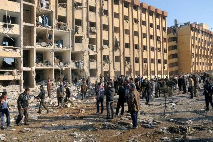 Après l'explosion à l'université d'Alep, mardi 15 janvier 2013.