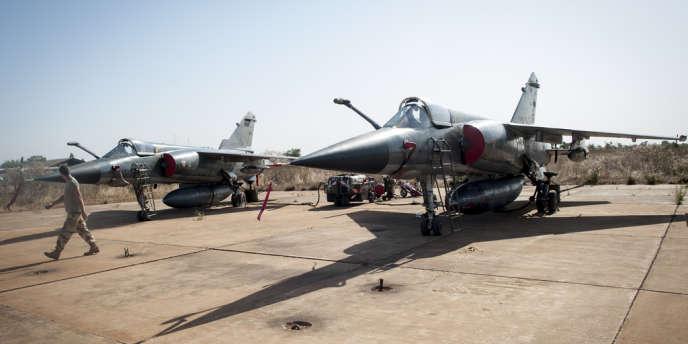 Deux Mirage F1 sur la base de Bamako au Mali, le 14 janvier