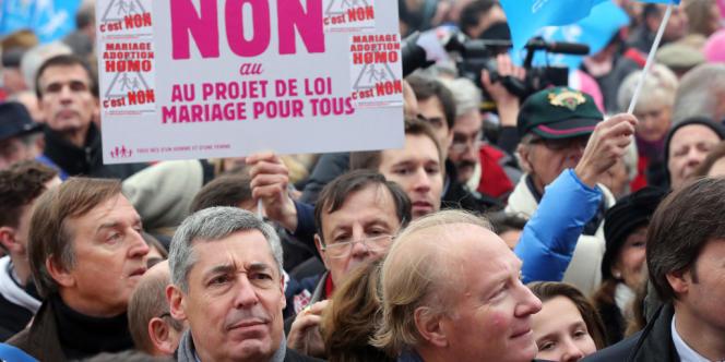 Henri Guaino et Brice Hortefeux pendant la manifestation contre le