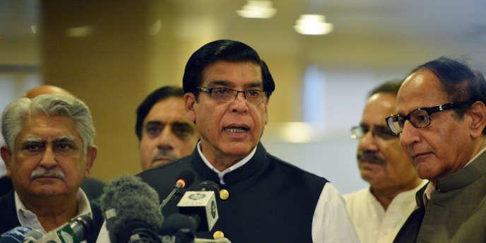 Proche du président Zardari, Raja Ashraf est soupçonné avec une quinzaine d'autres personnes de corruption dans une affaire de contrats énergétiques illégaux.