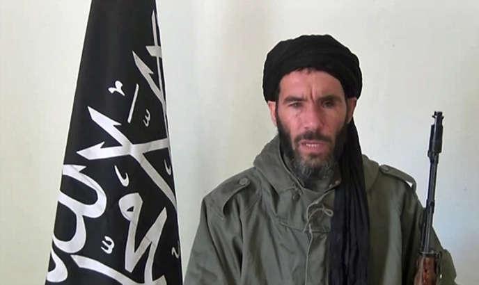 Capture d'écran d'une vidéo montrant Mokhtar Belmokhtar, ancien dirigeant d'AQMI, dont la